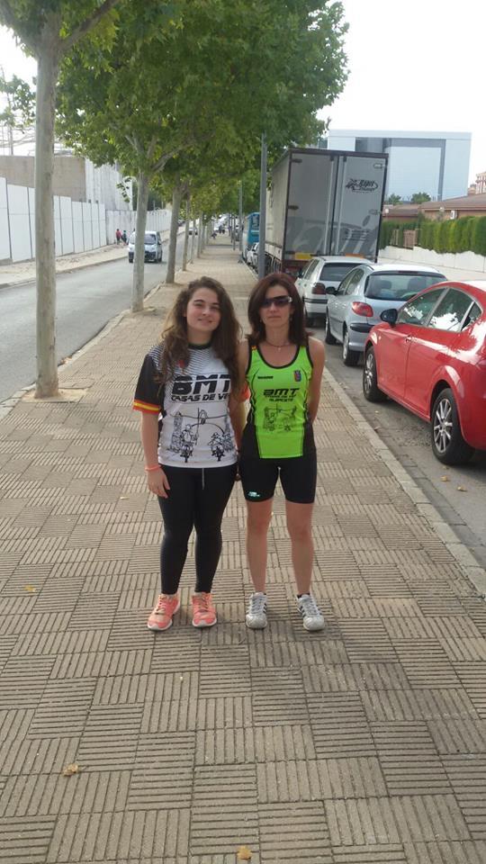 Lidia y Mariángeles, en la  Carrera contra el cáncer que se celebraba en Albacete